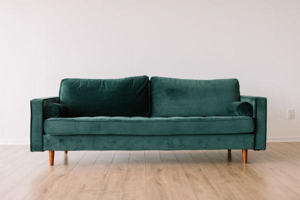 Эффективная чистка обивки дивана по уникальной технологии